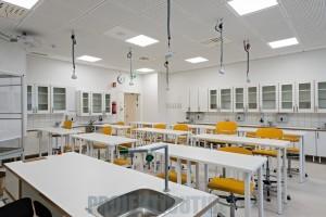 Huhtasuon koulukeskus, Jyväskylä 2015, kemian luokka