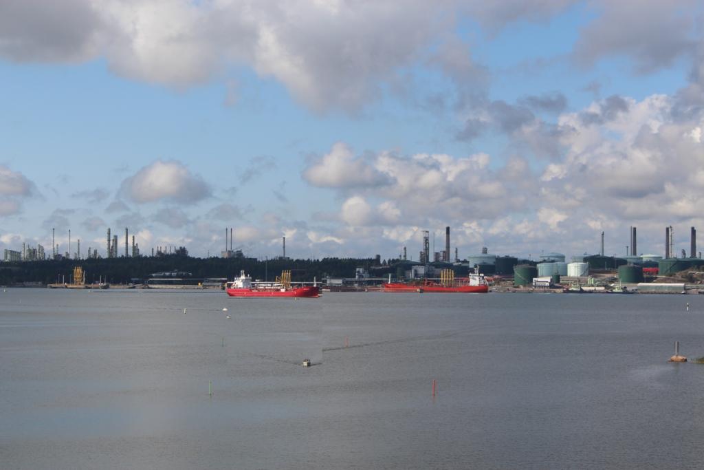 Näkymä idän suunnasta kohti Kilpilahden satamaa