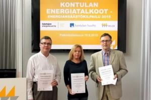 Jari Matikainen (vas.), Kirsi Luoto ja Kari Vainio vastaanottivat taloyhtiöidensä edustajina palkinnot taloyhtiön energiatehokkuuden edistämisestä. Kuva: Anu Norros.