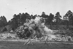 Kevät 1934, ensimmäinen räjäytys. Kuva Stadion-säätiö