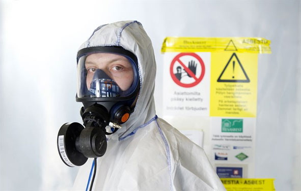 Kuva: Delete, Asbestivarustus purkutöissä