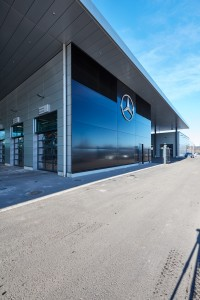 Veho Mercedes-Benz Airport