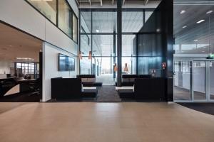 Veho Mercedes-Benz Airport